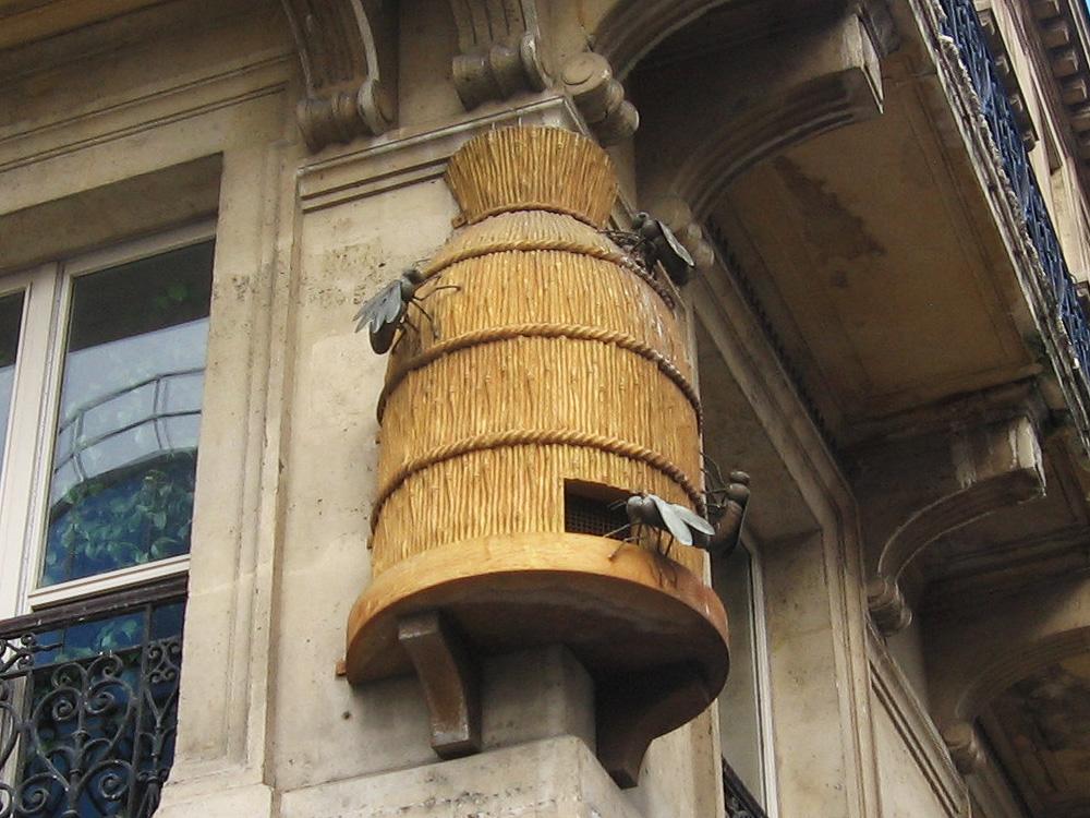 cool stuff in paris beehive sculpture at les halles paris. Black Bedroom Furniture Sets. Home Design Ideas