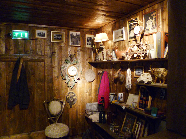 Stunning english hunting lodge decor 12 photos lentine for Hunting lodge design