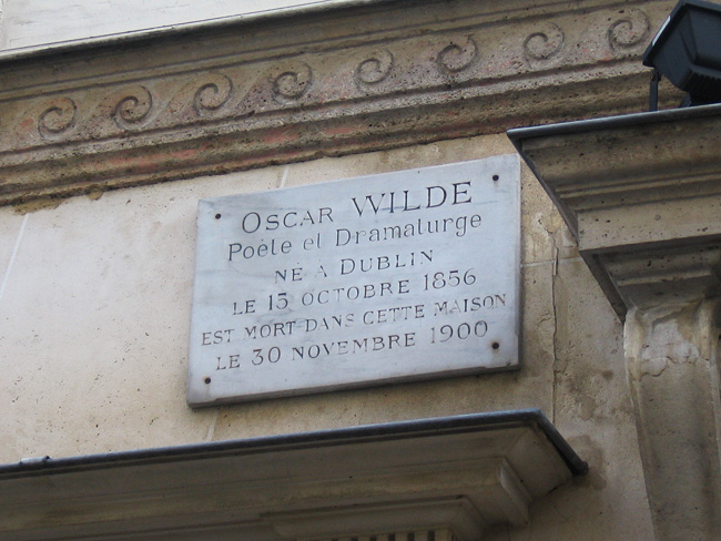 Oscar Wilde's plaque in front of L'H�tel.