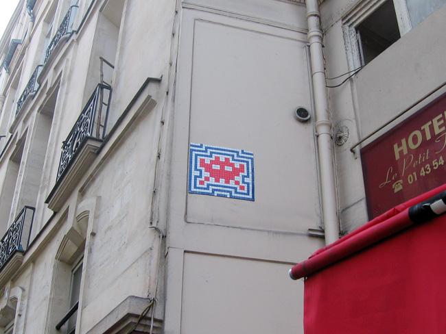 Cool Stuff In Paris A Gallery Of Pixel Art Tile Mosaics In Paris